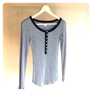 Aerie long sleeve knit tee. Navy Blue & White.